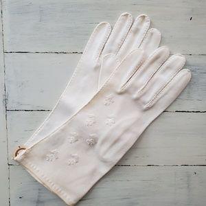 Pretty Vintage 1950s White Gloves NOS